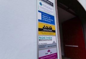 Schildanlage / Poststraße 76