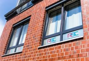 Fensterbeschriftung mit Glasdekor / RSC Group