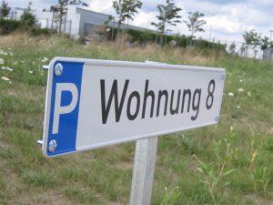 Parkplatzschilder aus Aluverbundmaterial mit Digitaldruck für den gewerblichen und für den privaten Gebrauch nutzbar.