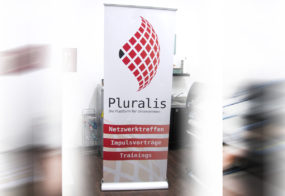 Pluralis / Roll-Up / Viersen