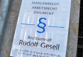 Acrylglas Schild / Rudolf Gesell