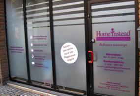 Glasdekor mit Beschriftung / Home Instead