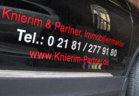 Knierim & Partner / Fahrzeugtürbeschriftung